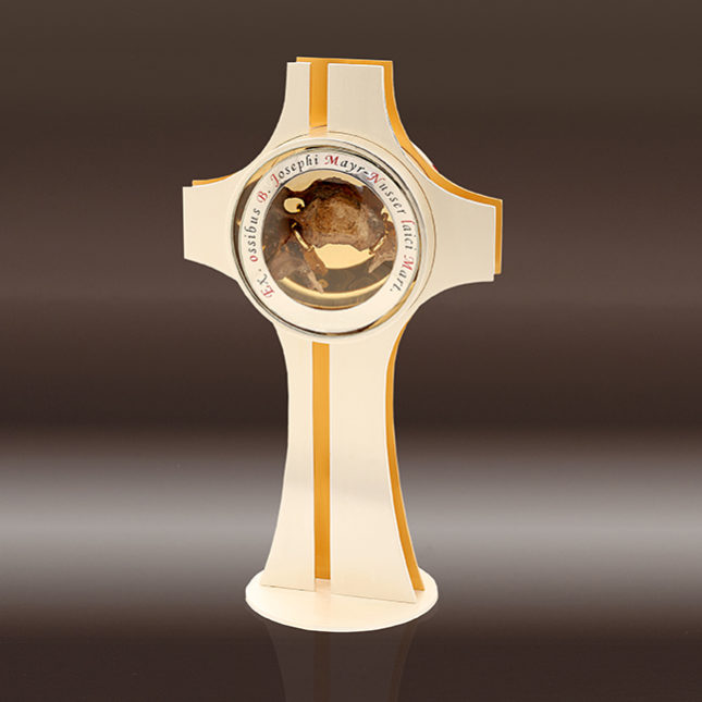 Kreuz mit Reliquie von Josef Mayr-Nusser für Michele Tomasi, Bischof von Treviso