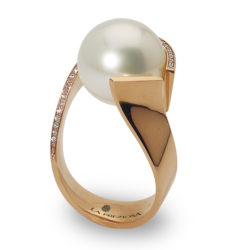 Ring with southsea pearl