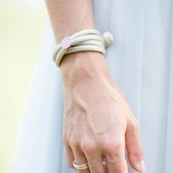 Trauringe La Preziosa, Seiden-Armband mit Sweet Spot Charm Ole Lynggaard Copenhagen
