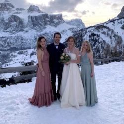 Gruppenfoto mit Brautpaar und Brautjungfern