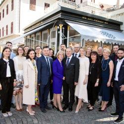 Familie Gamper mit dem gesamten Tiroler Goldschmied Team