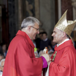 Don Michele Tomasi und Bischof Ivo Muser bei der Bischofsweihe