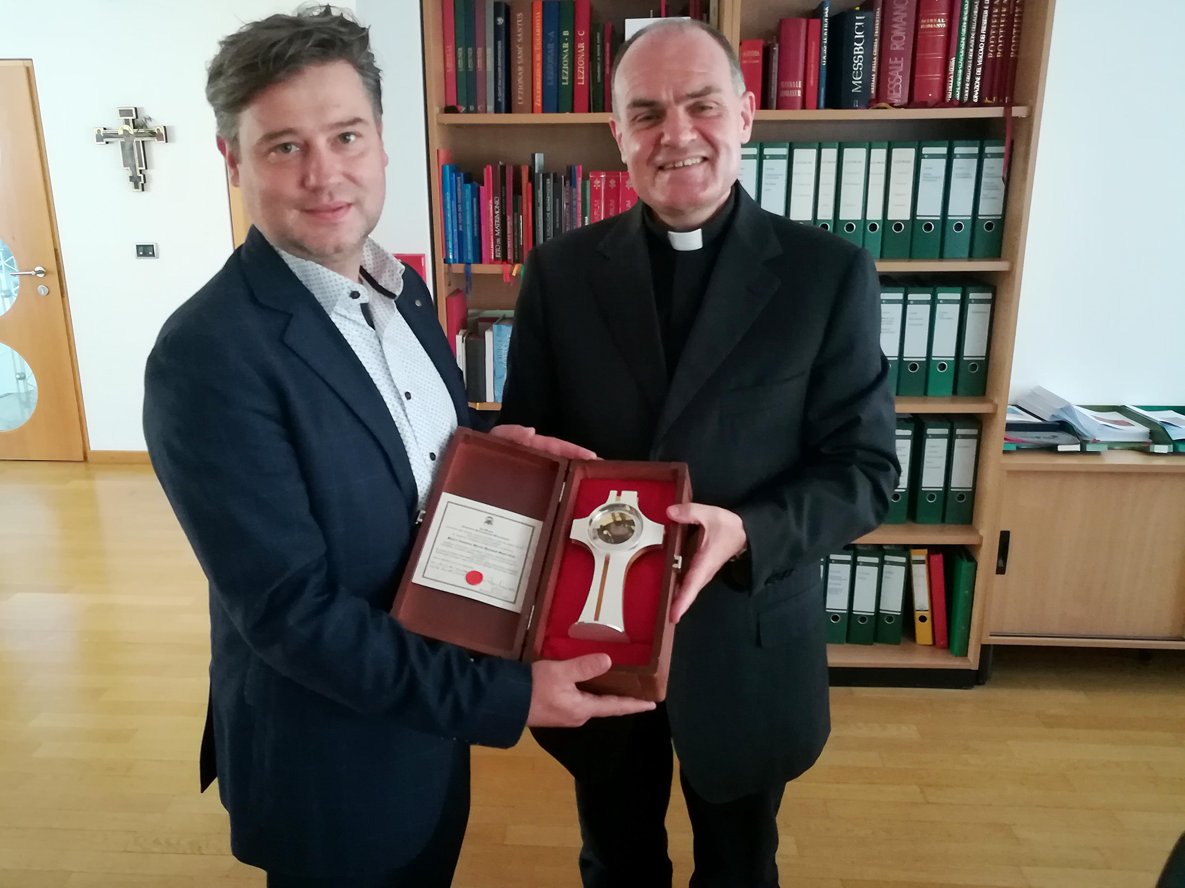 Hannes Gamper und Bischof Ivo Muser